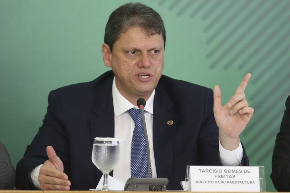 """""""Estamos trabalhando para garantir segurança jurídica para as concessões na retomada pós-pandemia"""", afirma ministro"""